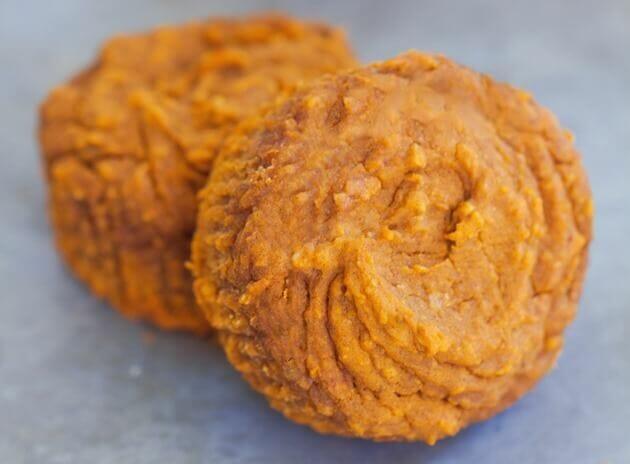flourless-pumpkin-muffins